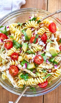 Healthy Chicken Pasta Salad - chicken salad recipe - Packed with flavor, protein and veggies! This healthy chicken pasta salad is loaded with tomatoes, avocado, and fresh basil. - recipe by 28288303897852865 Chicken Pasta Salad Recipes, Healthy Chicken Pasta, Salad Chicken, Broccoli Chicken, Basil Chicken, Healthy Pasta Salad, Pasta Salad With Avocado, Avocado Food, Broccoli Salad