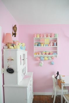 Donkey and the Carrot: Bright and colorful kitchen areas -- Κουζίνες βουτηγμένες στο χρώμα