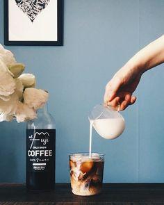 "Gefällt 336 Mal, 10 Kommentare - Swan Lee (@cafe709) auf Instagram: ""Morning coffee 아이스 카페라떼 한 잔!"" #Coffeelover"