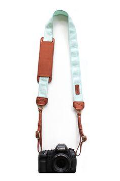 quiero una correa así mint green camera strap - so cute! Leather Camera Strap, Camera Straps, Leather Case, School Photography, Photography Camera, Photography Tutorials, Photography Tips, Camera Gear, Leather