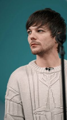 """sydney ²⁸ ᵒᵗ⁵ ᴴ on limit on Twitter: """"louis tomlinson in this sweater; a very soft thread… """" Louis Y Harry, Louis Tomlinsom, One Direction Louis, One Direction Pictures, Fanfic Larry Stylinson, Louis Williams, 1d And 5sos, Light Of My Life, My Sunshine"""