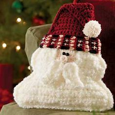 Santa Pillow. Crochet World. December 2011.