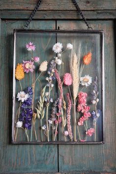 Pressed Flowers Frame, Dried And Pressed Flowers, Pressed Flower Art, Flower Frame, Flower Wall, Dried Flowers, Frame With Flowers, Flower Picture Frames, Diy Resin Art