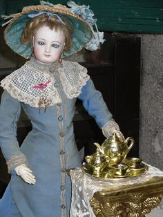 Pretty small golden porcelain Tea-Service for Fashion doll or small Bebe..... Conditon as-is....small damage at the lid at the