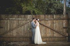 E hoje é dia de compartilhar com vocês mais um casamento e noivos inspiradores! A Cintia e o Daniel se conheceram em 2006, se reencontraram algumas poucas vezes, até que perderam o contato. Mas foi...
