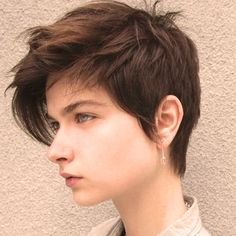 """How to style the Pixie cut? Despite what we think of short cuts , it is possible to play with his hair and to style his Pixie cut as he pleases. For a hairstyle with a """"so chic"""" and pointed… Continue Reading → Tomboy Haircut, Androgynous Haircut, Tomboy Hairstyles, Pixie Hairstyles, Cool Hairstyles, Messy Hairstyle, Short Hair Tomboy, Tomboy Pixie Cut, Hairstyles Tumblr"""