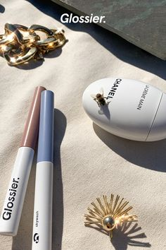 Meet Skywash by Glossier. Our new liquid-to-powder eyeshadow. Boujee Aesthetic, Aesthetic Makeup, Aesthetic Vintage, Aesthetic Photo, Aesthetic Pictures, Beauty Care, Beauty Skin, Beauty Makeup, Beauty Tips