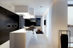 Mattamusta / valkoinen keittiö