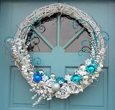 White+and+blue+wreath+redo+007.jpg (320×305)