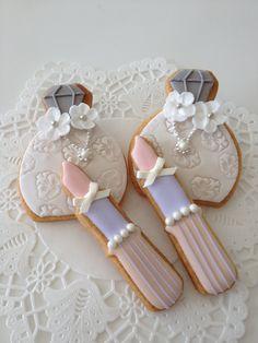 Perfume bottle and lipstick cookies.very cute for a bridal shower. Cookies Cupcake, Galletas Cookies, Fancy Cookies, Vintage Cookies, Iced Cookies, Cute Cookies, Royal Icing Cookies, Cookies Et Biscuits, Sugar Cookies