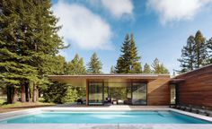 Sustainable glass dwelling in Sonoma County: Marra Road
