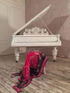 Oxana Lychagina's silk shawls