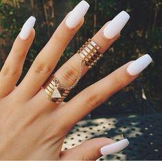White nails and gold chain rings