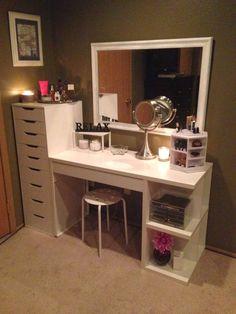 Ivorian glamour: Vanity desk inspiration