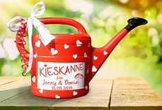 """Money gifts - money gift """"Kieskanne"""" for wedding - in red - a designer piece . - Money gifts – Money gift """"Kieskanne"""" for the wedding – in red – a designer piece by inspierin - Diy Presents, Diy Gifts, Handmade Gifts, Don D'argent, Diy Y Manualidades, Gift Table, Little Gifts, Wedding Gifts, Pom Poms"""
