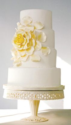 For Ruth – Most Active Beautiful Cake Pictures Friend Round Wedding Cakes, Wedding Cake Roses, Luxury Wedding Cake, Amazing Wedding Cakes, Elegant Wedding Cakes, Wedding Cakes With Flowers, Elegant Cakes, Wedding Cake Designs, Wedding Cupcakes