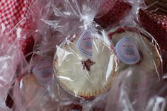 Mini pie favors.. I think i will make my homemade apple dutch filling for these!!! Source: http://ourlifeinaclick.blogspot.com/2012/07/graduation-party-details-end.html