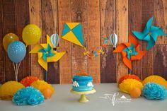 Session baby boy One Years. Smash The Cake Mundo Bita, 12 months. Cake Smash, Kite, wind vane. Decoração Festa Infantil Mundo Bita, pipas e cata ventos. Barra da Tijuca, Rj