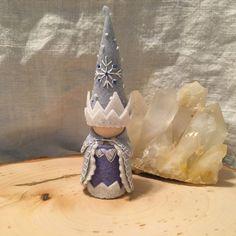 Jack Frost Peg Gnome-King Waldorf hiver inspiré Nature en bois et feutre tableau Gnome