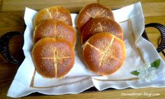 voici comme proms la recette du pain que j'ai fait pendant la réception de l'aid kébir,ce pain je le fais pratiquement chaque deux jours ces derniers temps tellement il est bon...j'aime bien faire mon pain moi même et changer les recettes de temps en...