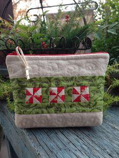 looks like a Christmas pouch!!!  like this a lot!