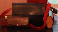 Ahşap-Deri el yapımı Hakiki Deri Çantalar. #wooden #wood #ahşap #ahsapservis #ahşapservis #board #steakboard #design #handmade #oak #meat #servingtray #tray #bag #leatherbag #deriçanta #deri #dericanta #elyapimi