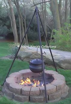Heavy Duty Tripod Great for all of your outdoor cooking whether it's over a fire pit or campfire. This tripod has a weight capacity of 400 lbs and will hold a cast iron potjie pot up to a size 8 or even a flat bottom potjie.