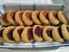 Μπισκότα Σαμπλέ με μαρμελάδα Famous Desserts, Hot Dog Buns, Doughnut, Sausage, Biscuits, Sweets, Bread, Recipes, Food Ideas