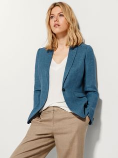 Indigo linen blazer - would definitely wear this everywhere. Blue Blazer Outfit, Blazer Outfits For Women, Casual Blazer, Blazers For Women, Suits For Women, Jackets For Women, Clothes For Women, Plaid Blazer, Linen Suit