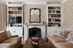 A Way with Wallpaper: An Oxfordshire Arts & Crafts Townhouse Interior Design And Build, Bathroom Interior Design, Townhouse Interior, Unique Furniture, Home Living Room, Room Inspiration, Luxury Homes, Family Room, New Homes