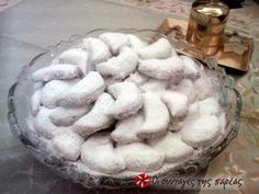 Traditional homemade kourabiedes recipe very popular on Christmas Greek Sweets, Greek Desserts, Greek Recipes, Wine Recipes, Christmas Sweets, Christmas Baking, Christmas Cookies, Kourabiedes Recipe, Greek Cake
