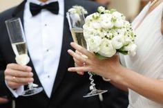 6 Essentials to Bring to a Wedding