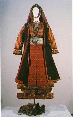 Празничен женски костюм от с. Фращане, Серско / Festive women's costume from Frashtane village, Ser area (NEM) Costumes Around The World, Folk Costume, Historical Costume, Bulgarian, Macedonia, Ethnic Fashion, Folklore, Casual Dresses, African