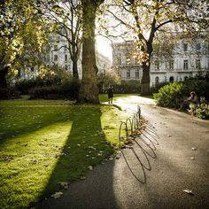 Shared by Find images and videos about london, uk and Londres on We Heart It - the app to get lost in what you love. Oh The Places You'll Go, Places To Travel, Places To Visit, England Uk, London England, Edinburgh, London Square, Living In London, London Photos