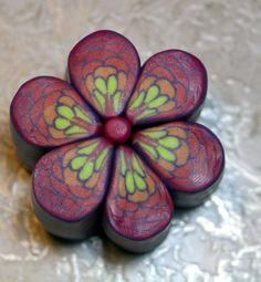 Flower cane tute. Very good pictures but translate for all the details. #polymer #clay #tutorial