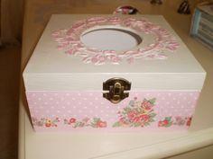 caja para pañuelos o servilletas realizada en decopage.