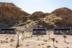 Canyon Village is aan die voet van die rotse in Gondwana Canyon Park, 27 km vanaf die Visriviercanyon in Namibië. Die Canyon Village is bekend vir sy kokerbome, Nama-kultuur, ongekunstelde landskap en klip- en grasdak-chalets wat in 'n perdeskoen-formasie rondom dié kokerbome gebied word. Gerieflike B&B-verblyf word in 42 chalets gebied. Elke oopplan-chalet het 'n en suite-stort, lugversorging en tee- en koffiemaakgeriewe. Elke chalet het 'n klein stoep waar gaste kan ontspan. Triple Room, Canyon Park, Zimbabwe, Mount Rushmore, Van, River, Mountains, Vans, Rivers