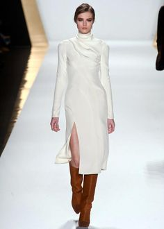 Comment porter du blanc en hiver: inspiration de défilés. Ici, le blanc de J.Mendel (photo : Imaxtree.com) | Elle Québec