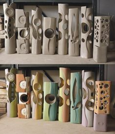 Aalto large vase Simple and impressive tips: wooden vases Beautiful vases transparent decoration .Simple and impressive tips: wooden vases Beautiful vases with transparent decoration. Vases of vintage pink roses. Slab Pottery, Pottery Vase, Ceramic Pottery, Pottery Painting, Ceramics Projects, Clay Projects, Cerámica Ideas, Shots Ideas, Keramik Design