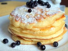 Pancakes at yogurt in 30 minutes: the perfect breakfast. How To Cook Pancakes, Crepes And Waffles, Smoothie Fruit, Cookie Recipes, Dessert Recipes, Cooking Bread, Hungarian Recipes, Perfect Breakfast, Kefir