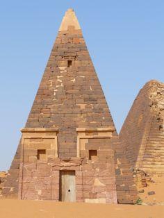 http://1.bp.blogspot.com/_LPVB9LtU-fE/TS5PazBvp4I/AAAAAAAAAOc/N5lDnBGLONU/s1600/restored+pyramid.jpg