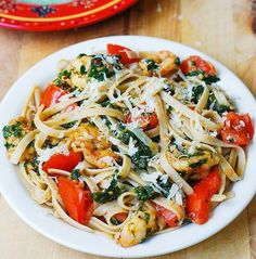 Shrimp and Spinach Pasta is covered in the most #delicious garlic butter cream sauce. You HAVE to try this recipe! #ShrimpAndPastaParty