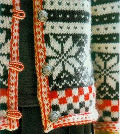 So - the placket is steeked, and the i-cord button loops are - sewn in before the steek facing, somehow? Two-color i-cord, wow. This is a lovely solution to the buttonhole problem, but it is not a >simple< solution. Punto Fair Isle, Motif Fair Isle, Style Norvégien, Craft Patterns, Knitting Patterns, Stitch Patterns, Fair Isles, I Cord, Japanese Patterns