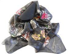 Sciarpa nera di seta dipinta a mano motivo di AdeleDaniele su Etsy