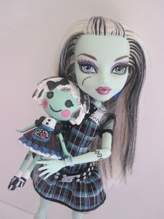 This cutie is in my personal collection right now, but once I've finished the rest of the ghouls she's moving on to a friend who loves Mini Lalaloopsies and Frankie Stein!