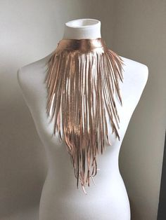 Leather Fringe, Lambskin Leather, Gold Leather, Fringe Necklace, Leather Necklace, Estilo Hippie Chic, Headpiece Jewelry, Formal Looks, Feather Earrings