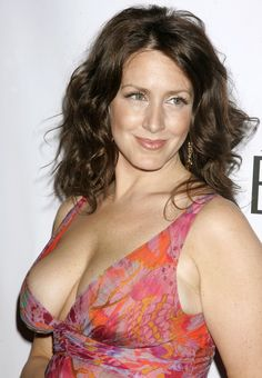 Joely Fisher and Cleavage Joely Fisher, Famous Women, Hottest Models, Nice Tops, Camisole Top, Nude, Actresses, Celebrities, Celebrity