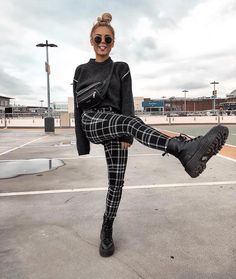 gitranegie fashion trends street Style fashion week inspiration out Fall Trends Dessert Pin Mode Outfits, Grunge Outfits, Trendy Outfits, Fashion Outfits, Fashion Trends, White Outfits, Fashion 2018, Fashion Pants, Urban Style Outfits