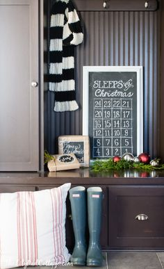 Make a Christmas Countdown Advent Chalkboard - such a fun idea!