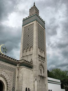 Mosquee de Paris - Minaret reminds me of many I saw in Tunisia Paris Mosque, High Building, Mosques, Gaston, Place Of Worship, World War I, Islamic Art, All Over The World, Temples